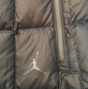 396a7bc81c41 Jordan Jackets   Coats - Air Jordan Mens Med Puffer Blk VEST Grey duck down